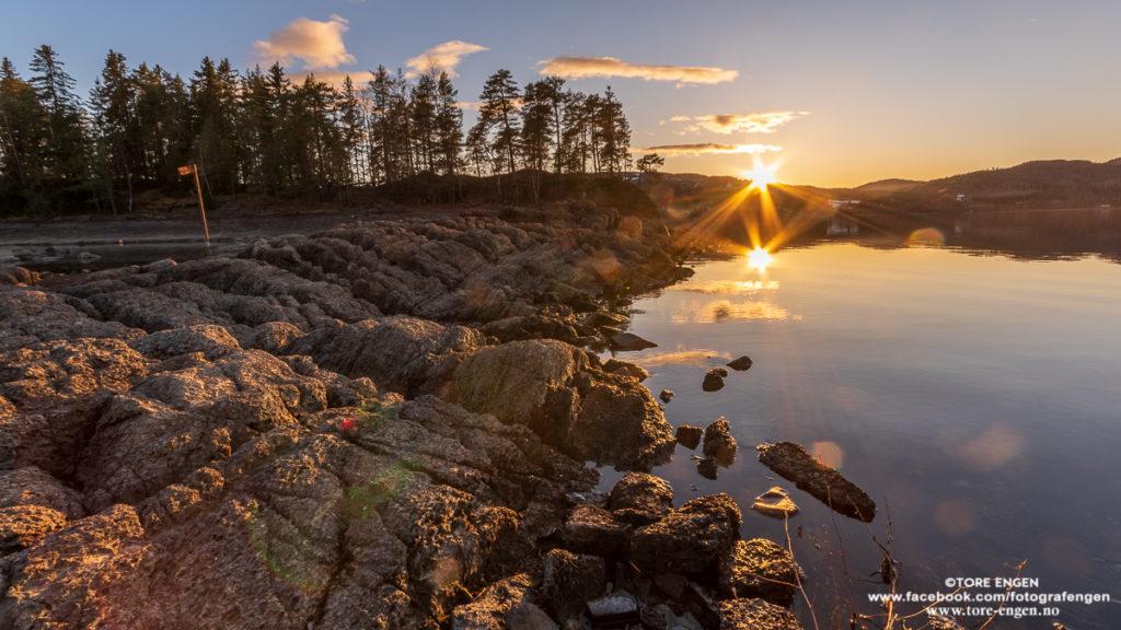Solnedgang ved Steinsholmen /Steinsborja/Steinsborga Moelv, Ringsaker
